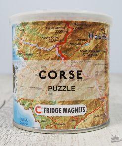 Amusez-vous tout en apprenant la carte de la Corse ! 100 pièces magnétiques à assembler sur votre frigo ! Chaque jour découvrez une nouvelle ville de l'Île de Beauté !