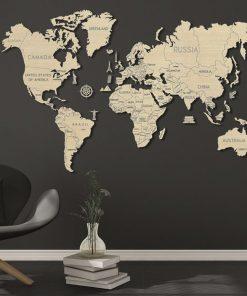 Accrochez cette merveilleuse carte du monde et personnalisez-la selon vos envies en la coloriant
