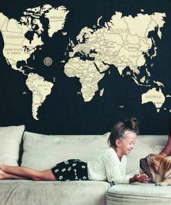 Cette carte du monde en bois écologique sera idéale pour combler de bonheur un proche qui adore voyager ! Voilà de quoi le combler de bonheur avec ses 110 pièces à assembler sans colle pour former cette belle mappemonde.