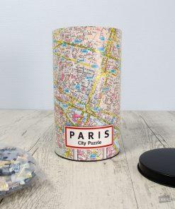 Ce puzzle du plan de la ville de Paris sera parfait pour apprendre en s'amusant les détails de la capitale de France ! 500 pièces à assembler pour découvrir la carte détaillée de Paris !