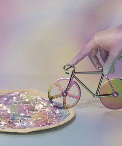 Faites étinceler votre pizza en la découpant avec cette roulette irisée