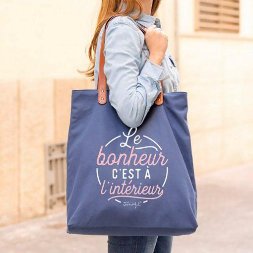 Transportez le bonheur partout avec vous avec ce sac qui est idéal pour une femme fabuleuse !