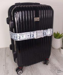 Cette sangle de valise longue de 97 cm sera idéale pour bien maintenir fermée la valise et pour la reconnaître facilement durant vos voyages.