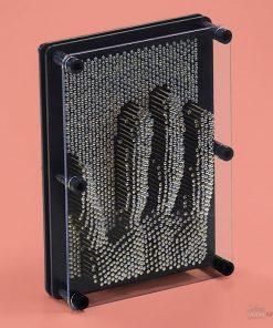 Le metal pin art est une sculpture de clous en 3D