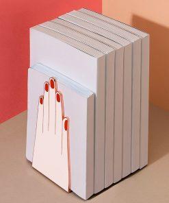 Ces serre-livres main en métal seront parfaits pour ranger vos livres préférés avec classe et originalité !