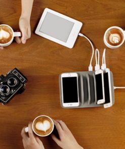 Cette station de charge sera très pratique pour recharger 5 appareils en même temps. 4 Emplacements USB et 1 Sans contact.