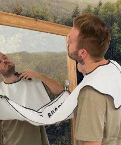 Cet astucieux accessoire à ventouse vous permettra de tondre votre barbe sans en mettre partout... des poils