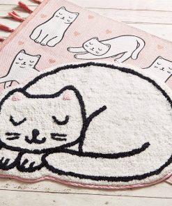 Ce tapis de bain chat kawaii sera parfait pour sublimer une chambre. Sa matière 100% coton sera agréable pour les petits pieds.