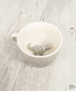 Cette tasse en porcelaine dinosaure sera parfaite pour boire votre boisson préférée chaque matin ! Ce dino sera toujours prêt pour savourer votre thé/café !