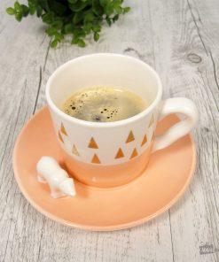 Cette jolie tasse et soucoupe ours en porcelaine conviendra parfaitement à tous les amoureux de café et de nature ! Voilà un bon duo qui devrait vous séduire !