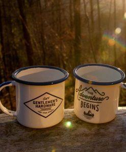 Deux petites tasses en métal Un design rétro et masculin Pour déguster vos boissons chaudes  Ne passent pas au micro-ondes