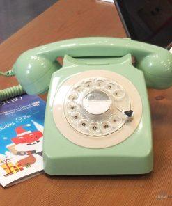 Les téléphones se ressemblent tous aujourd'hui. Alors pourquoi ne pas sortir du lot avec un téléphone unique et british ?
