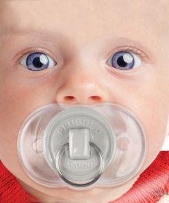 Cette tétine très drôle en forme de bouchon conviendra pour les enfants de 0 à 6 mois.