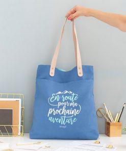 Ce tote bag en coton sera parfait pour ranger tout ce qu'il vous faut pour voyager comme il se doit !