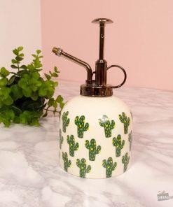 Ce vaporisateur sera parfait pour humidifier vos plantes ! Voilà de quoi séduire toutes les personnes qui adorent prendre soin de leurs fleurs !