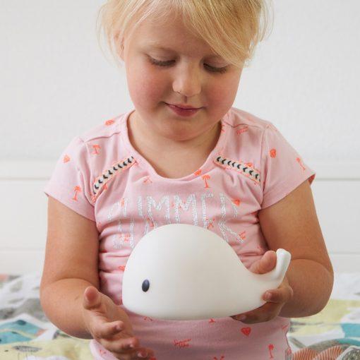 Tapotez la baleine pour qu'elle change de couleurDesign doux et apaisantBatterie rechargeable