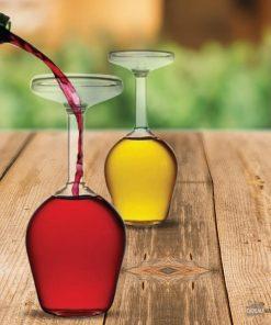 Buvez votre verre de vin... à l'envers ! Vous dégusterez votre boisson par le biais du pied du verre !