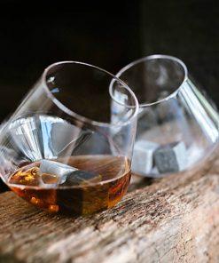 2 verres insolites à whiskyRoulent sans se renverserMoment détente pour connaisseurRock n Roll et dégustation...