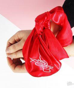 Bandez les yeux ou les mains de votre chéri(e) pour plus de plaisir au lit ! Matière : viscose et polyester.
