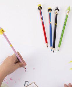Ces crayons de couleur personnages féeriques sauront développer l'imagination de votre enfant ! Voilà de quoi dessiner avec classe et royauté ! L'embout du crayon sert de gomme en cas de petits dépassements !