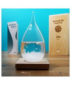 Baromètre de qualité en verre avec un socle en bois ! En fonction de l'aspect des flocons vous connaîtrez le temps à l'extérieur ! Notice en français incluse.