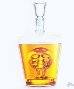 Un carafe en verre pour mettre en valeur vos breuvages.