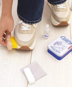 4 accessoires indispensables pour  nettoyer vos baskets : 1 brosse