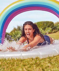 Idéal pour que les enfants s'amuse l'été dans votre jardin. Tapis de glisse gonflable de 7m50 de long ! Ventriglisse de qualité en PVC.