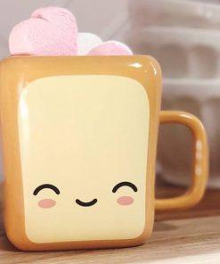 Buvez votre boisson favorite dans un mug original toast. Il passe au micro-ondes et au lave-vaisselle ! Tasse en céramique de 310 ml.