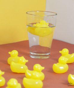 Oubliez les glaçons qui fondent et qui diluent le goût de votre boisson. Optez pour ces glaçons réutilisables en plastique